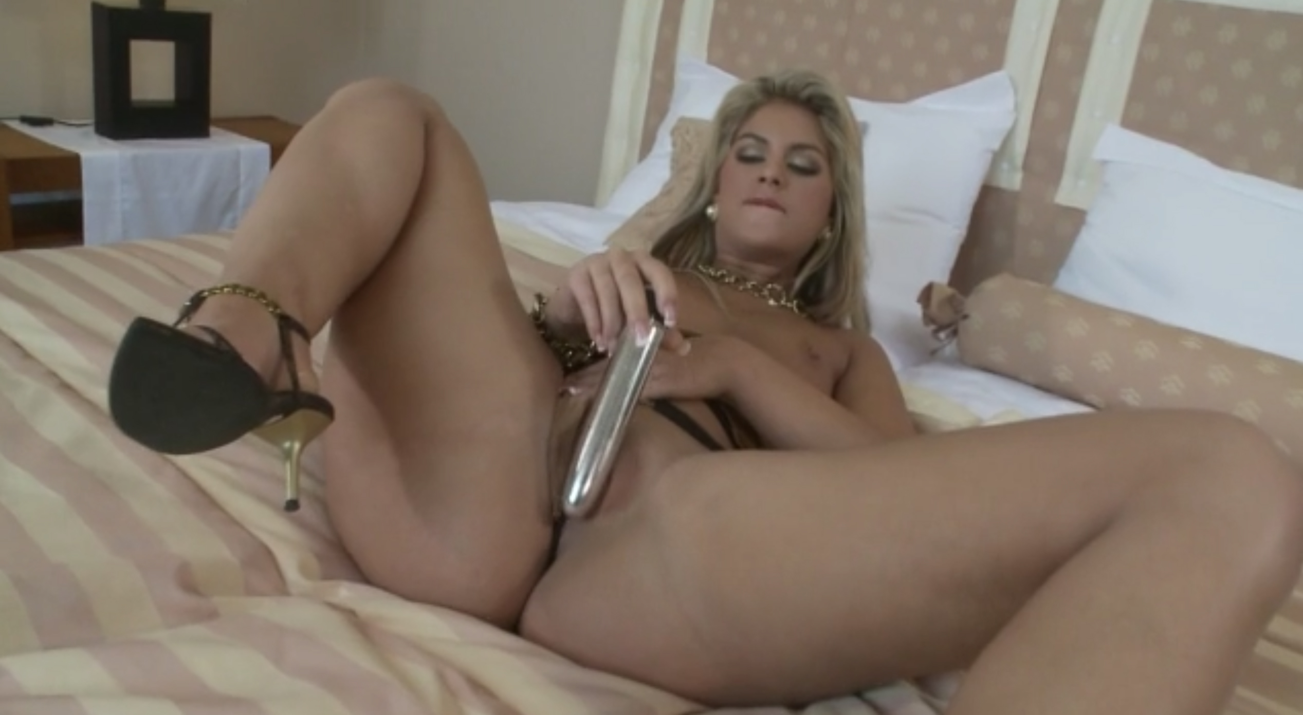 Chubby blonde slut enjoys in dildo playing