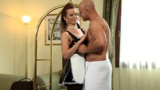Hotel maid knows how to please god dick